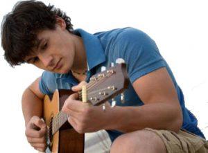 suonare-chitarra-acustica